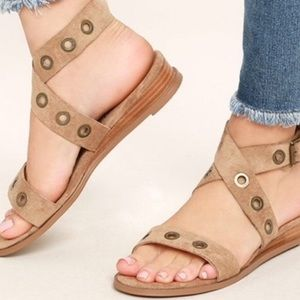 Matisse Coconuts sandal with small wedge heel